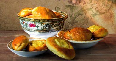 Degustări de produse tradiţionale, parada portului popular şi scenete de teatru la Festivalul Produselor Tradiţionale Româneşti