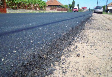 Lucrări de asfaltare pe drumul judeţean DJ 161D, ultimele două sectoare