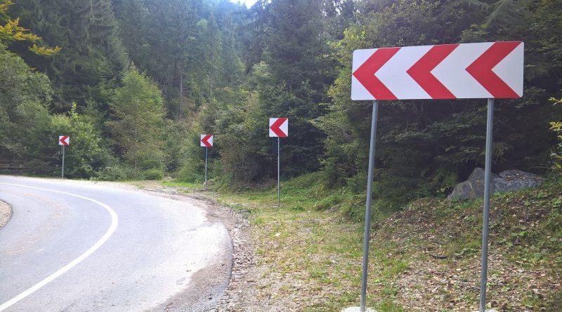 Indicatoare rutiere noi au fost amplasate pe DJ 107R, drum care leagă Băișoara de staţiunea Muntele Băişorii