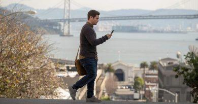Film – Într-o relație cu telefonul meu; Jexi – merită sau nu?