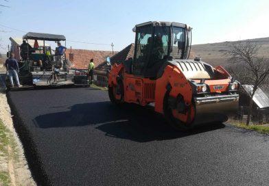 Lucrări de asfaltare se derulează pe drumul județean DJ 109S (DJ 109A)