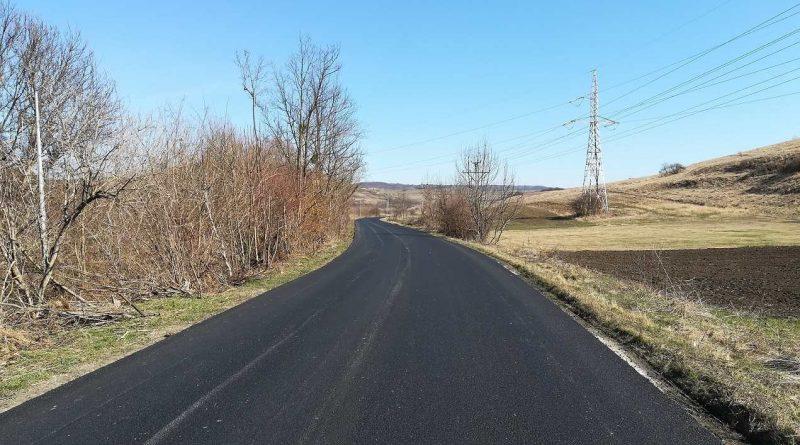 Au început lucrările de asfaltare pe două noi sectoare ale drumului județean 108C
