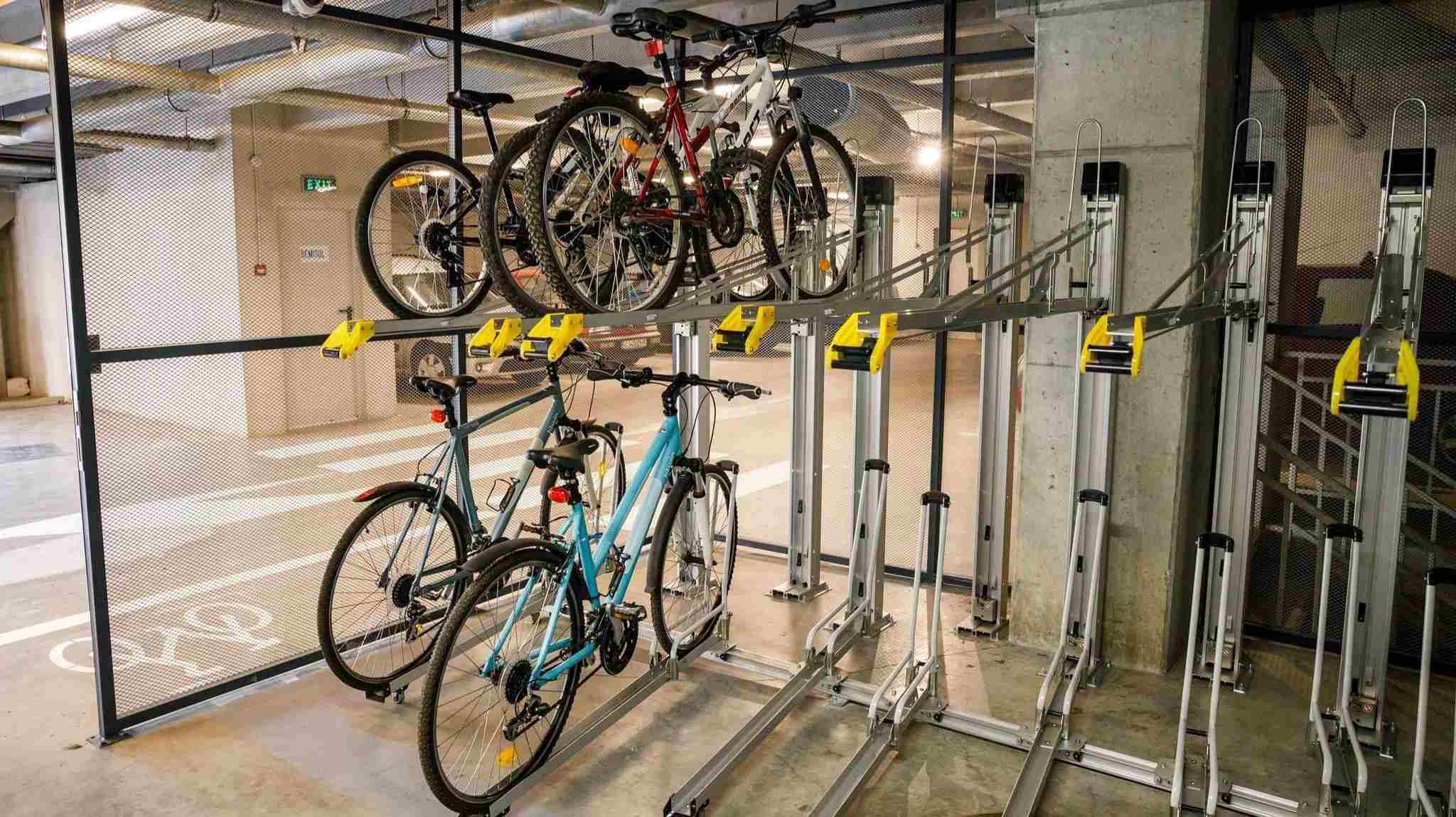 Parcări speciale pentru biciclete au fost amenajate în două locații din oraș