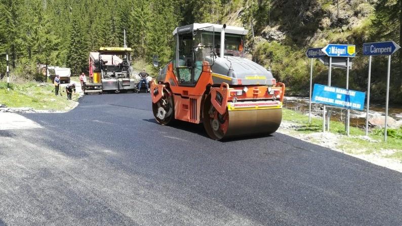 A fost demarată asfaltarea drumului județean 107T