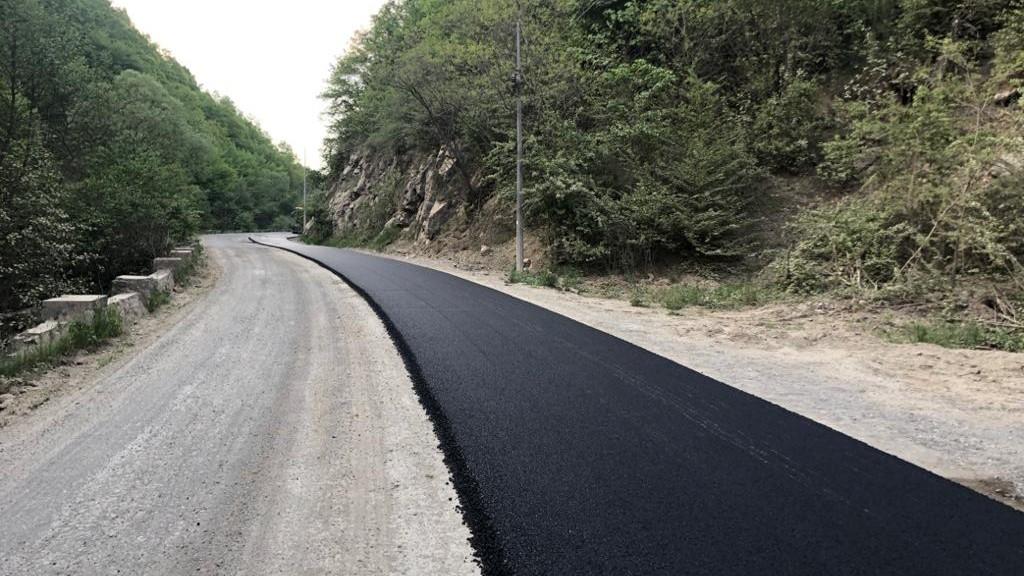 Lucrări de asfaltare au loc pe drumul județean 107M