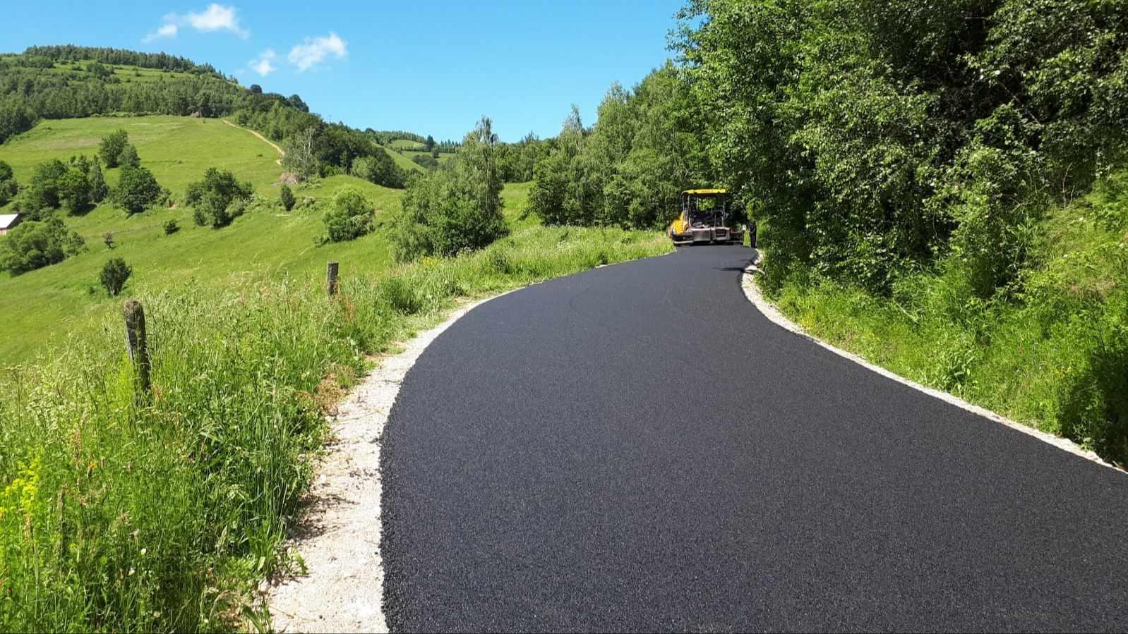Drumul județean ce leagă Mărişel de Măguri Răcătău a fost asfaltat