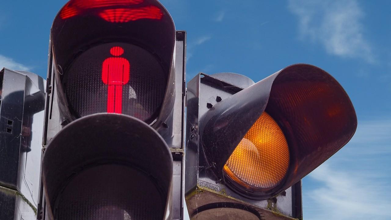 Patru treceri de pietoni au devenit semaforizate