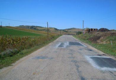Pe drumul judeţean 109C (DN 16) se desfăşoară lucrări de întreţinere