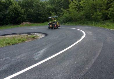 Marcaje rutiere au fost executate pe două drumuri recent asfaltate